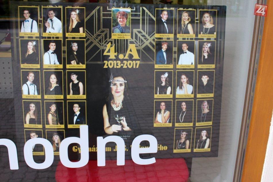 V OBRAZOCH: Centrum Bystrice zaplnili tablá maturantov