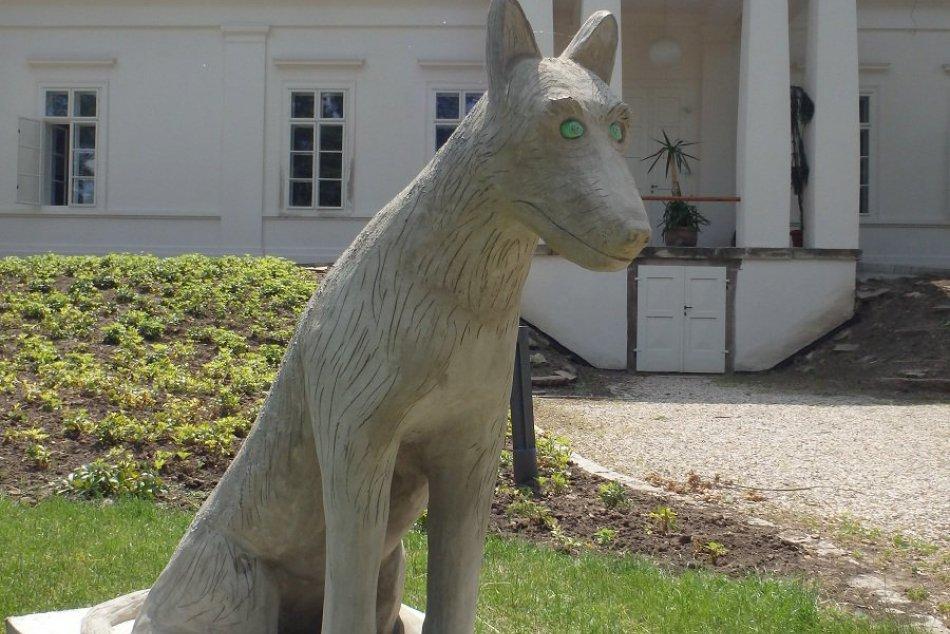 Strašidlá v Mojmírovciach majú svoje podobizne: Pribudnúť by mohli ďalšie sochy