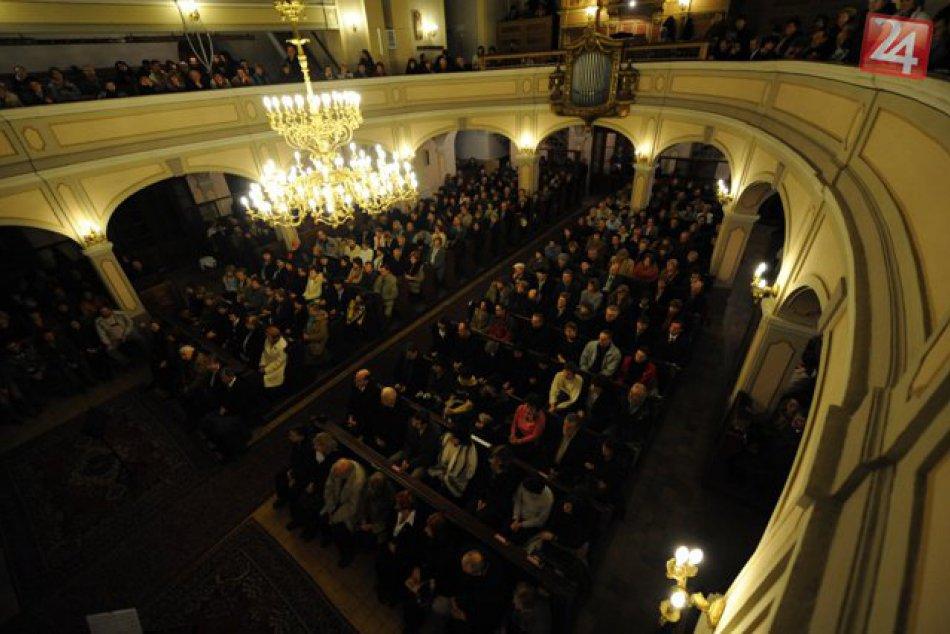 V OBRAZOCH: Noc kostolov v Bystrici