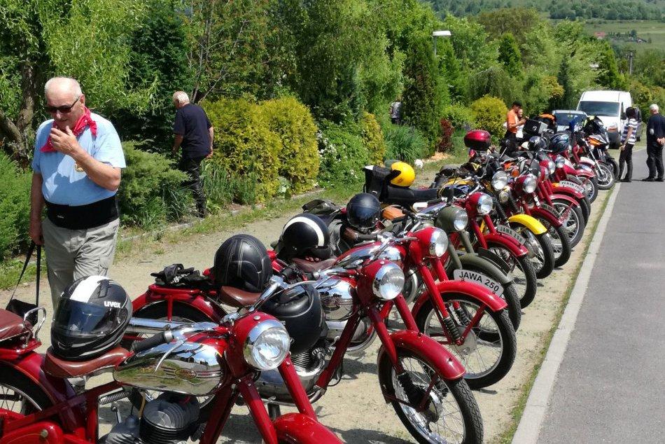 V OBRAZOCH: V Bystrici sa predviedli motocykle Jawa Perák