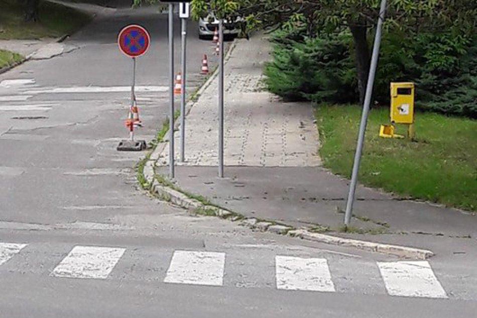 Na Belanskej ulici chodníkom neprejdete