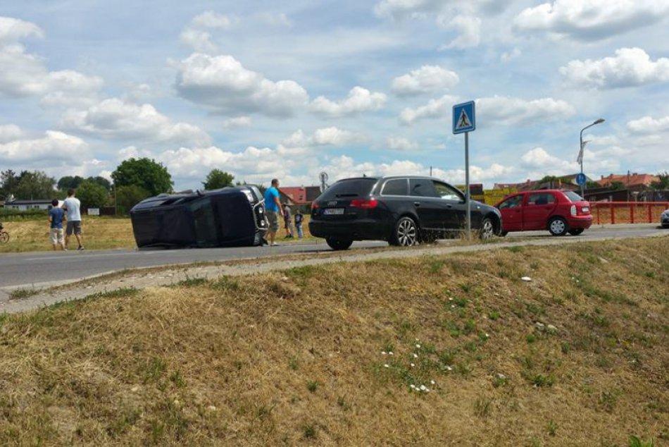 V OBRAZOCH: Vo Zvolene sa zrazili 3 autá. Prvé zábery z miesta