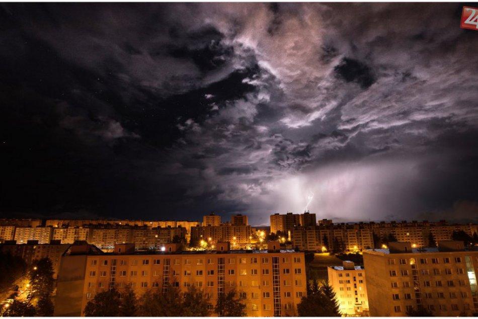 V OBRAZOCH: Blesky nad Bystricou zachytené cez hľadáčik fotoaparátu