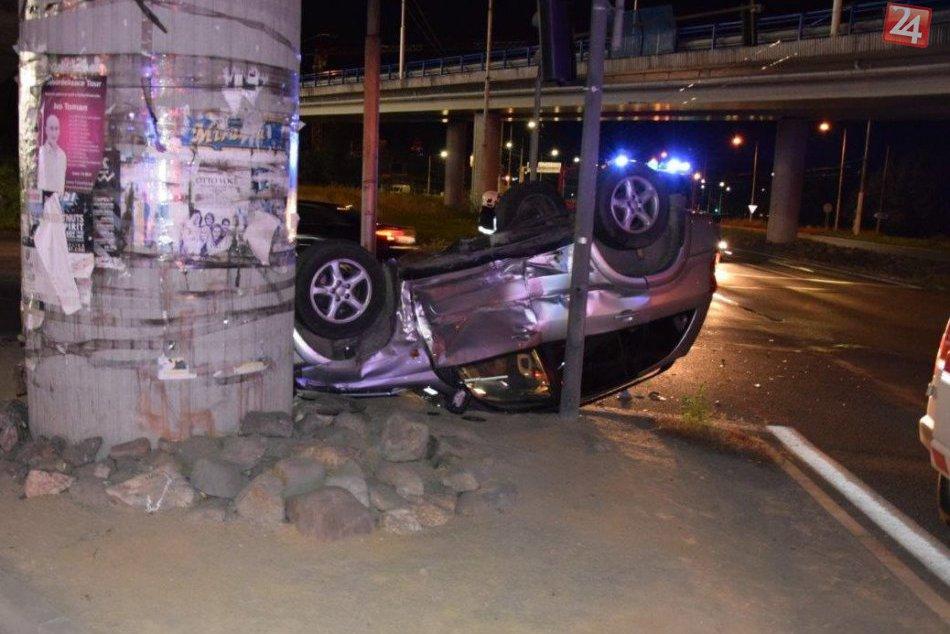 V OBRAZOCH: Hrozivé zábery z miesta nehody. Zrážka na bystrickej križovatke