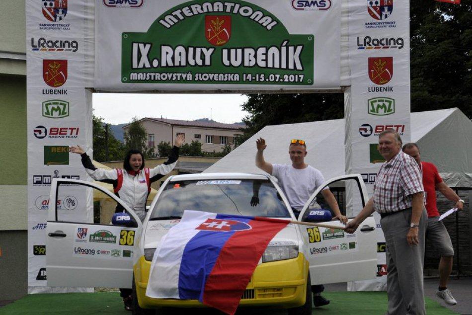 Posádka Stoklas - Krišáková na Rally Lubeník s víťazstvom v triede