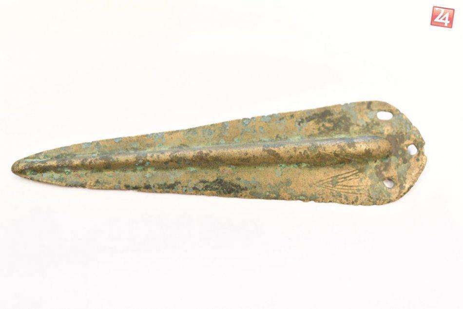 Nález, ktorý nikto nečakal: Mladík našiel pri opekačke dýku starú 4000 rokov!