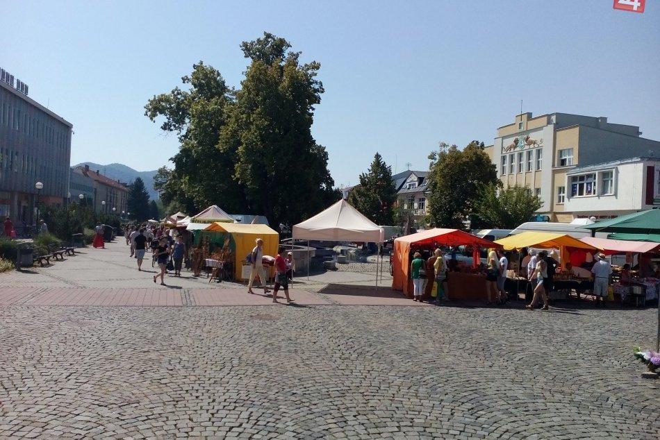 OBRAZOM: Humenské námestie sa zmenilo na obrovské trhovisko
