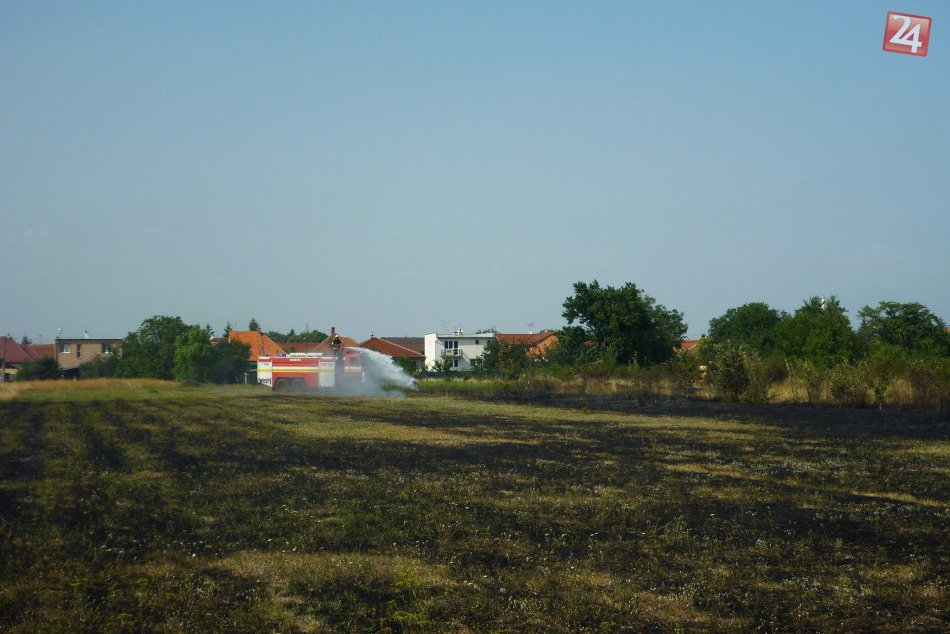 FOTO priamo z miesta: Zásah hasičov pri Hlohovci