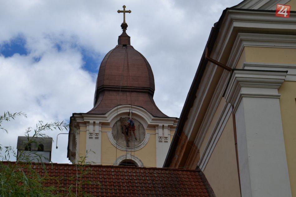 V OBRAZOCH: Fiľakovský kostol sa dočkal obnovy