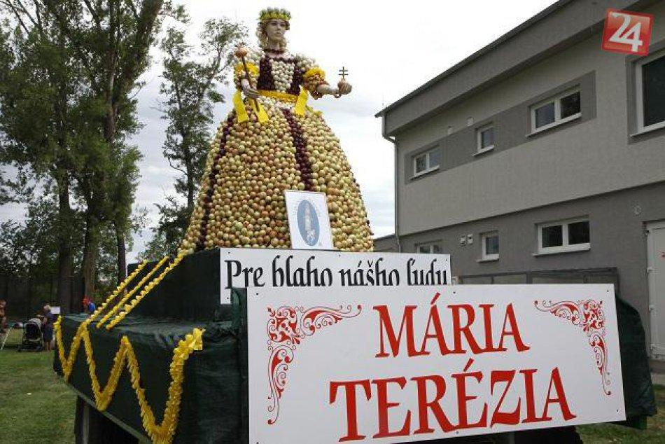 FOTO najnovšieho rekordu z Maduníc: Cibuľová socha Márie Terézie