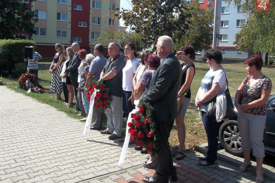 FOTO: Mesto si uctilo hrdinov, konal sa pietny akt kladenia vencov