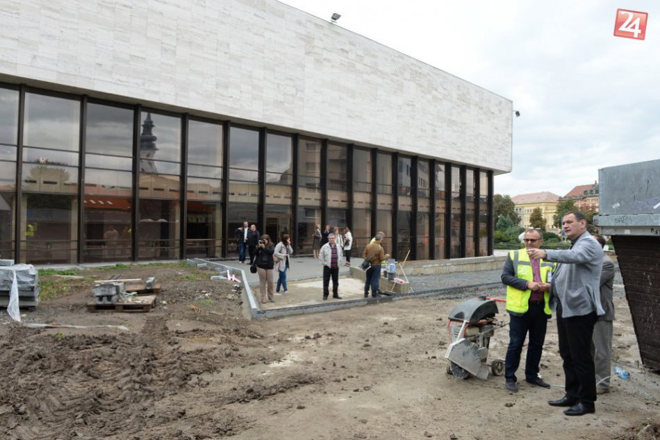 FOTO z rekonštrukcie okolia Divadla Jonáša Záborského v Prešove