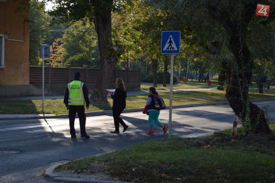 Šalianskym školákom pomôžu policajti: Bezpečne ich prevedú cez cestu