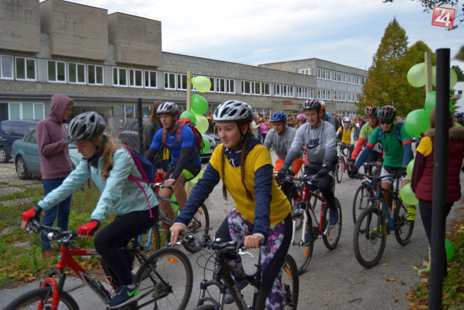 V OBRAZOCH: Taják na bicykli. Bystrickí gymnazisti šliapli do pedálov