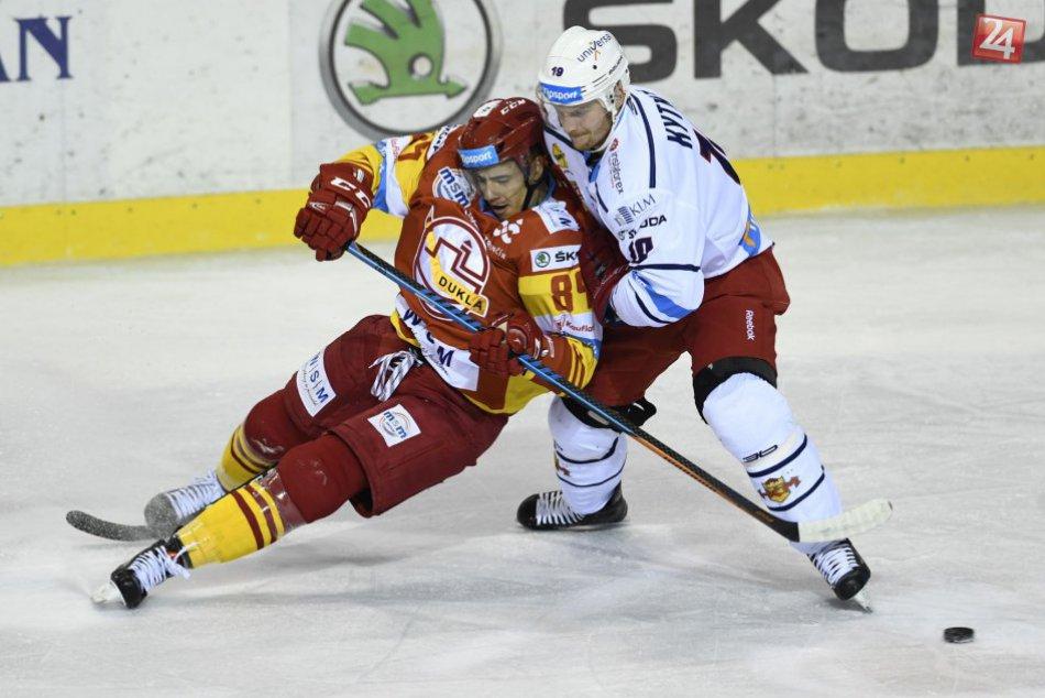 V OBRAZOCH: Zvolenskí hokejisti bojovali na ľade Trenčanov. Pozrite si FOTO!
