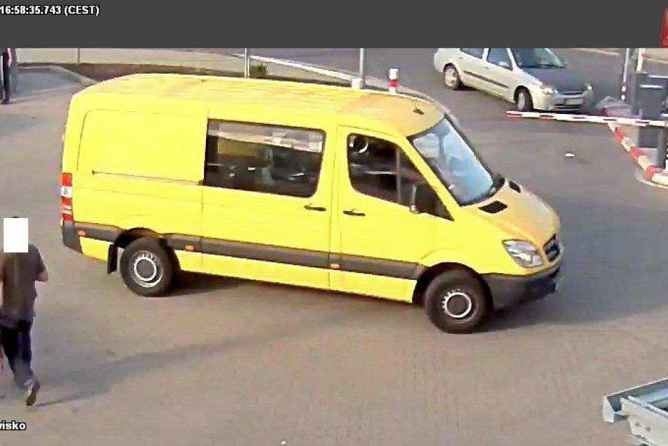 V OBRAZOCH: Polícia pátra po podozrivom vozidle z nehody v Bystrici
