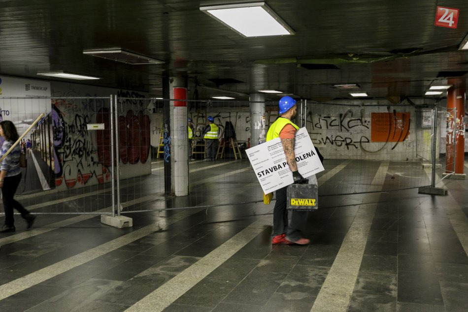 OBRAZOM: Rekonštrukčné práce v podchode na Trnavskom mýte začali
