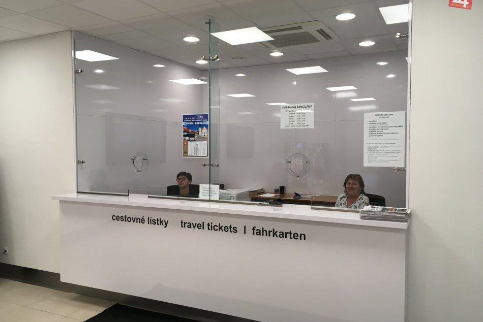 V OBRAZOCH: Na bystrickej autobuske otvorili Dopravnú kanceláriu