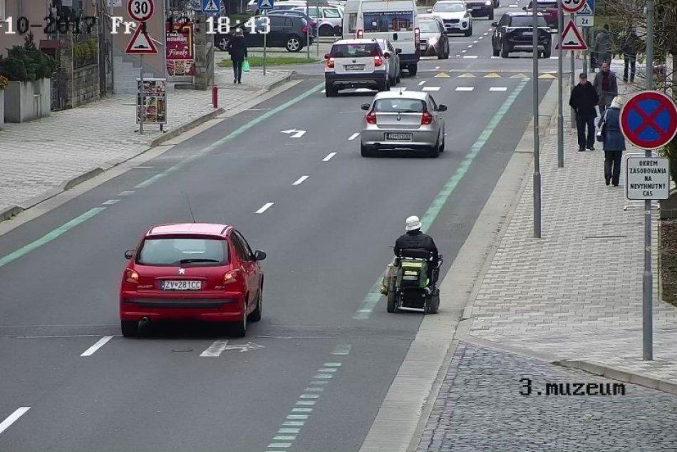 V OBRAZOCH: Zvolenská polícia pomohla občanovi na invalidnom vozíku