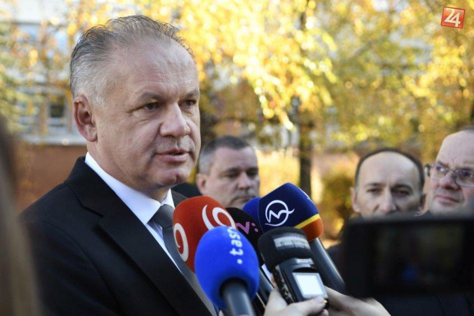 Prezident Kiska volil doma v Poprade: Prišiel v spoločnosti manželky