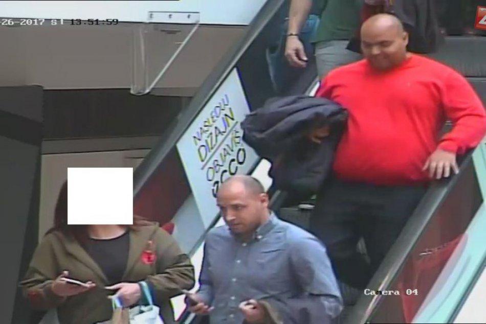 V OBRAZOCH: Polícia hľadá svedkov krádeže iPhonu