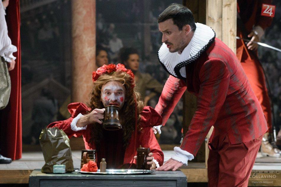FOTO: Zaľúbený Shakespeare v DAB v Nitre dojal aj rozosmial divákov