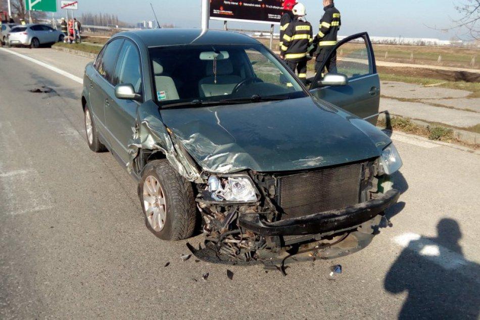 Kuriózna nehoda v Nitre: Šoférka (32) vrazila priamo do policajného auta, FOTO
