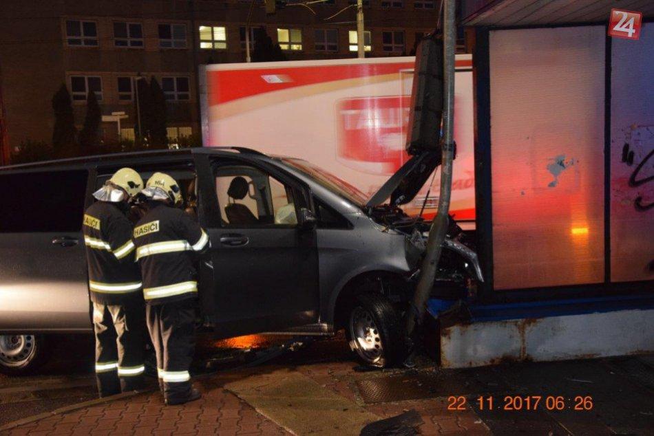 V OBRAZOCH: Hrozivé zábery z miesta nehody na bystrickej križovatke