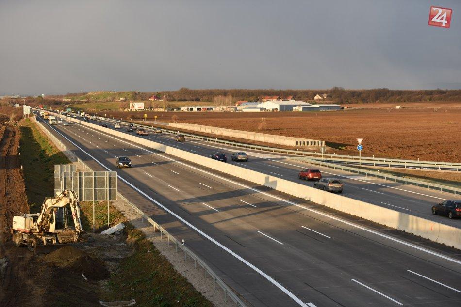 Sprejazdnený úsek diaľnice D1 pri obci Blatné