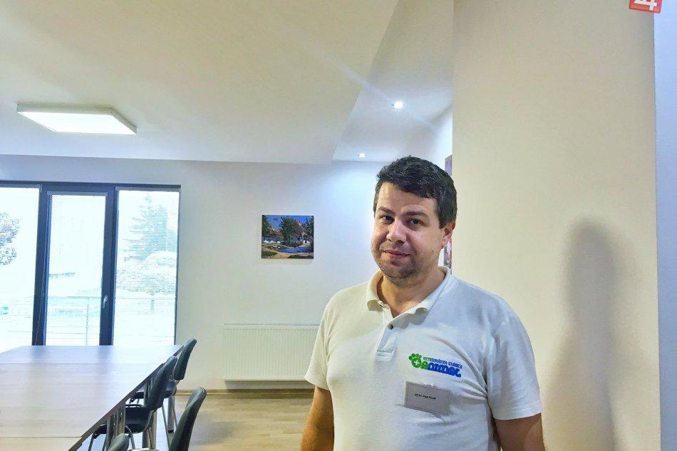 Muž, ktorý v našom meste pomáha zvieratám: Veterinár Peter Kocák v obrazoch