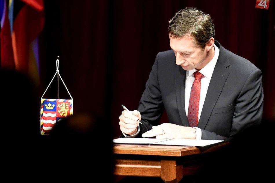 FOTOGALÉRIA: Nový predseda PSK aj krajskí poslanci už zložili sľub