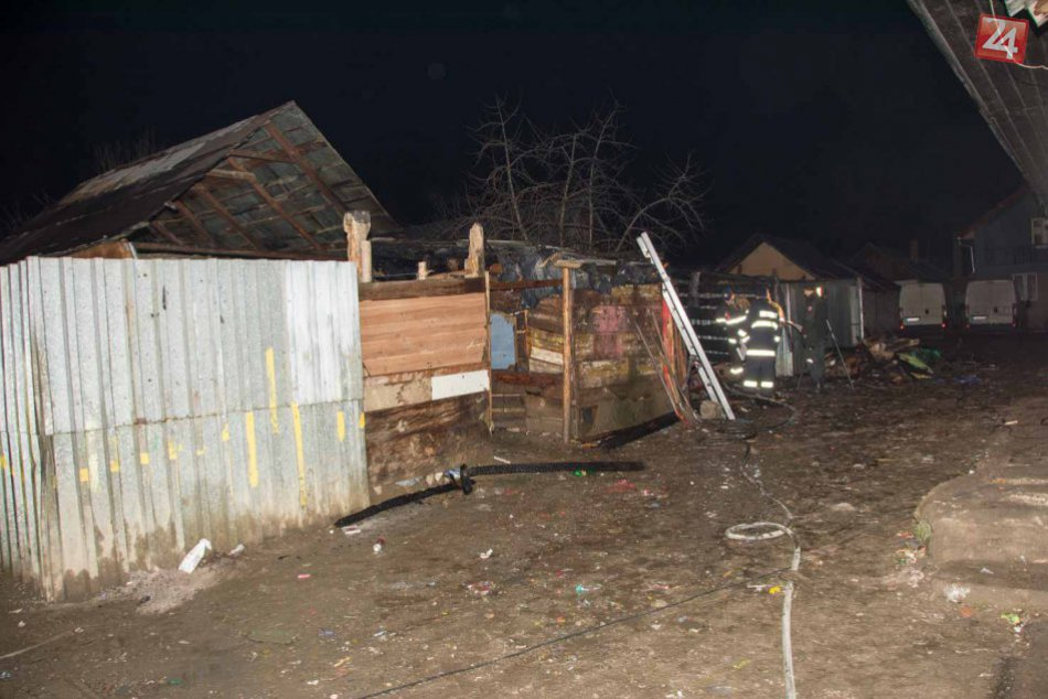 FOTO Z MIESTA: V noci vypukol požiar, vyžiadal si dve obete