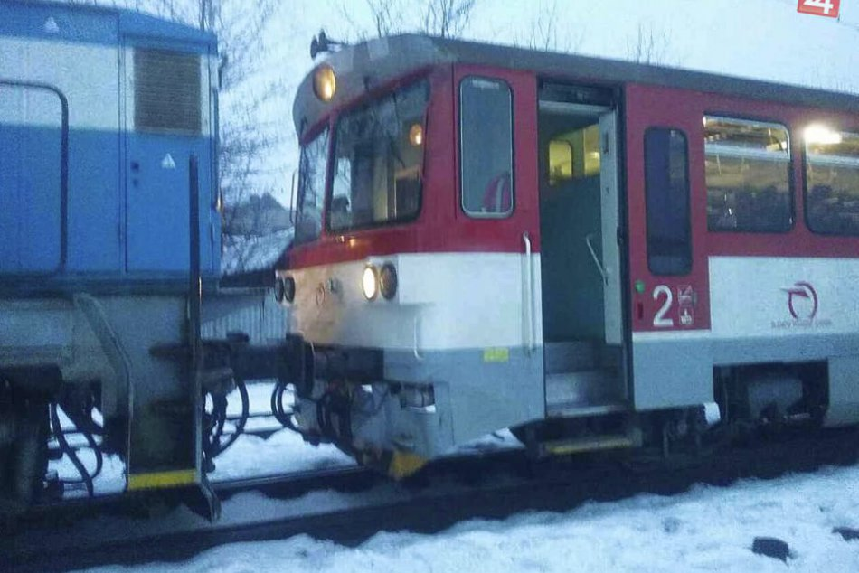 V OBRAZOCH: Zrážka vlakov na zvolenskej železničnej stanici