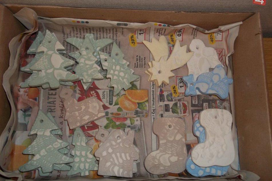 Keramikárky vyrábali darčeky, pripravujú sa na Vianoce. FOTO