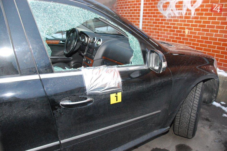 Policajné FOTO z miesta: Na parkovisku v Spišskej došlo k vlámačke