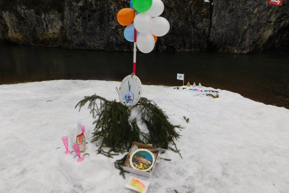 OBRAZOM: Otužilci oslavovali Silvestra v Slovenskom raji