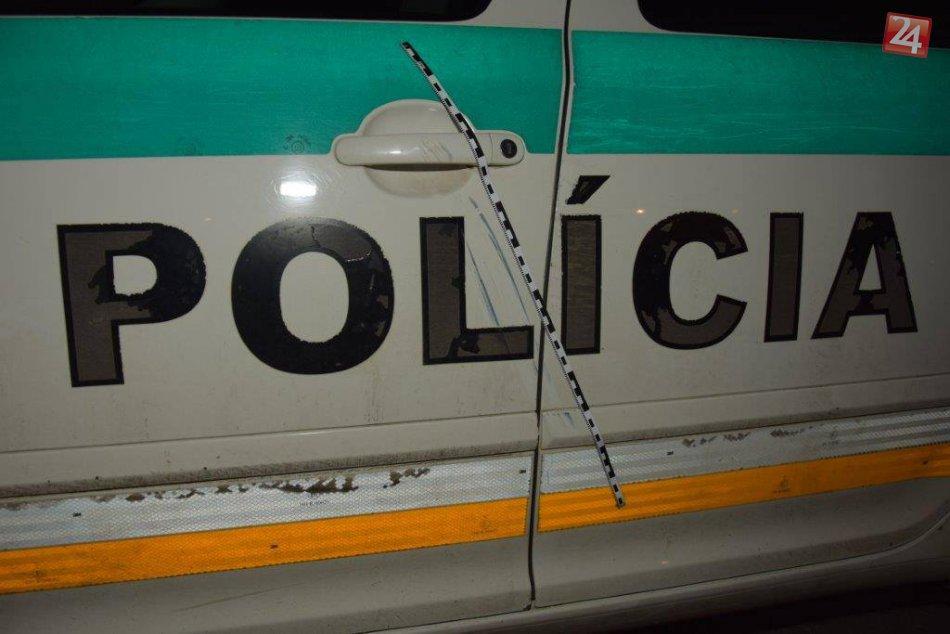 Policajné autá skončili zničené na nepoznanie