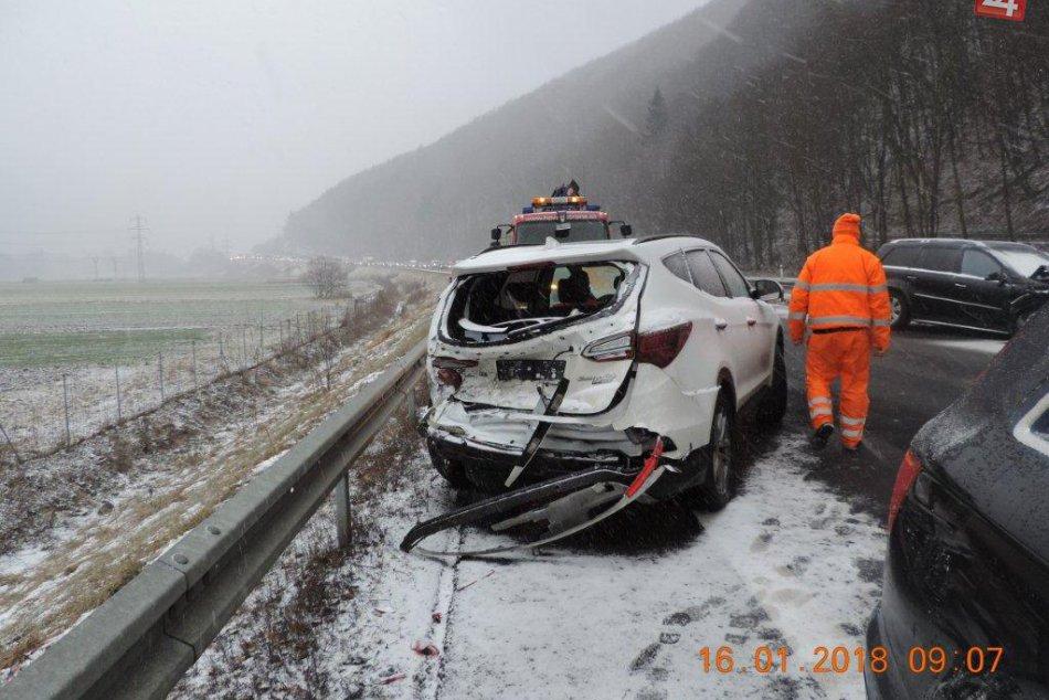 V OBRAZOCH: Pri Zvolene sa zrazili 4 autá. Pozrite si FOTO z miesta nehody