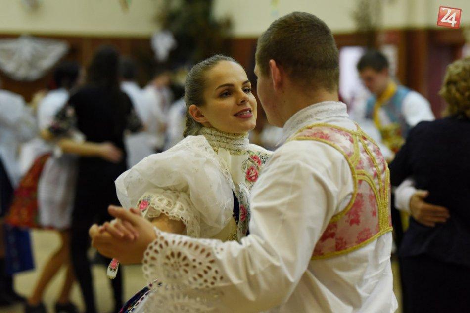 FOTO: Krása v Radošovciach. Takto  vyparádili na krojovaný ples v Radošovciach