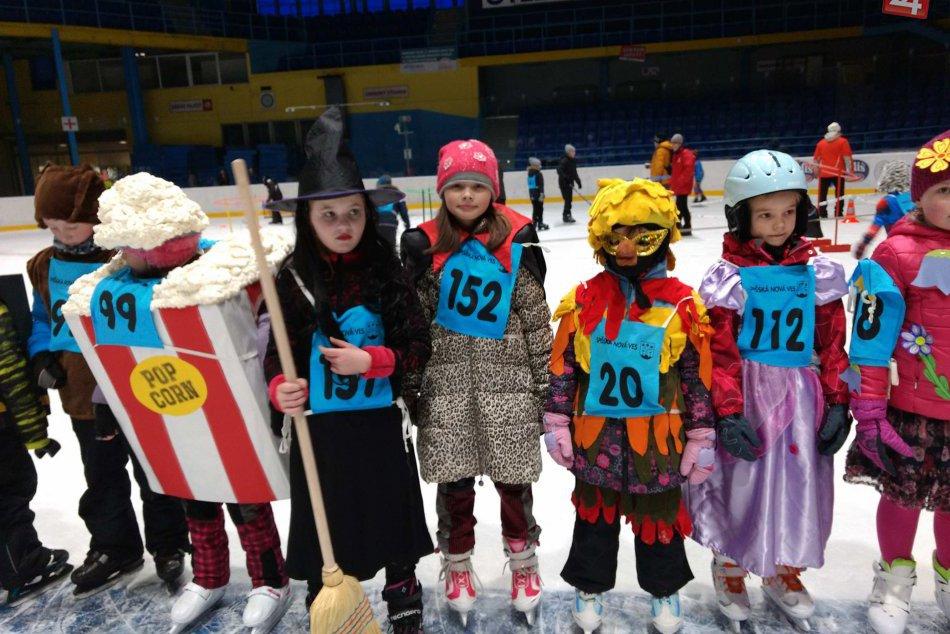 OBRAZOM: Zimný štadión v Spišskej zaplnili masky od výmyslu sveta