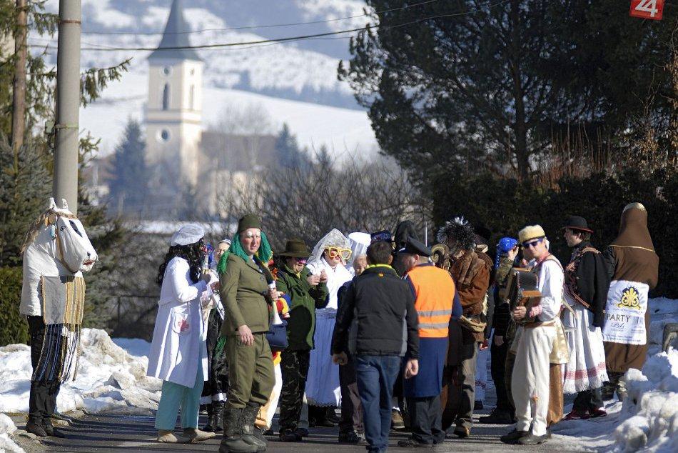 V OBRAZOCH: Fašiangový sprievod v obci Selce
