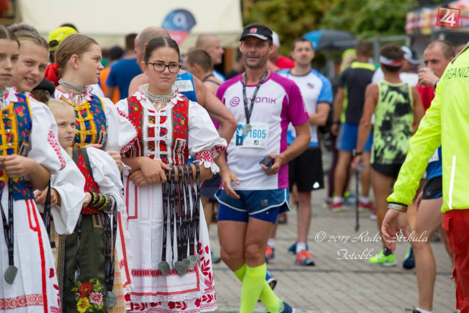 V OBRAZOCH: Dobrovoľníci na Banskobystrickom maratóne
