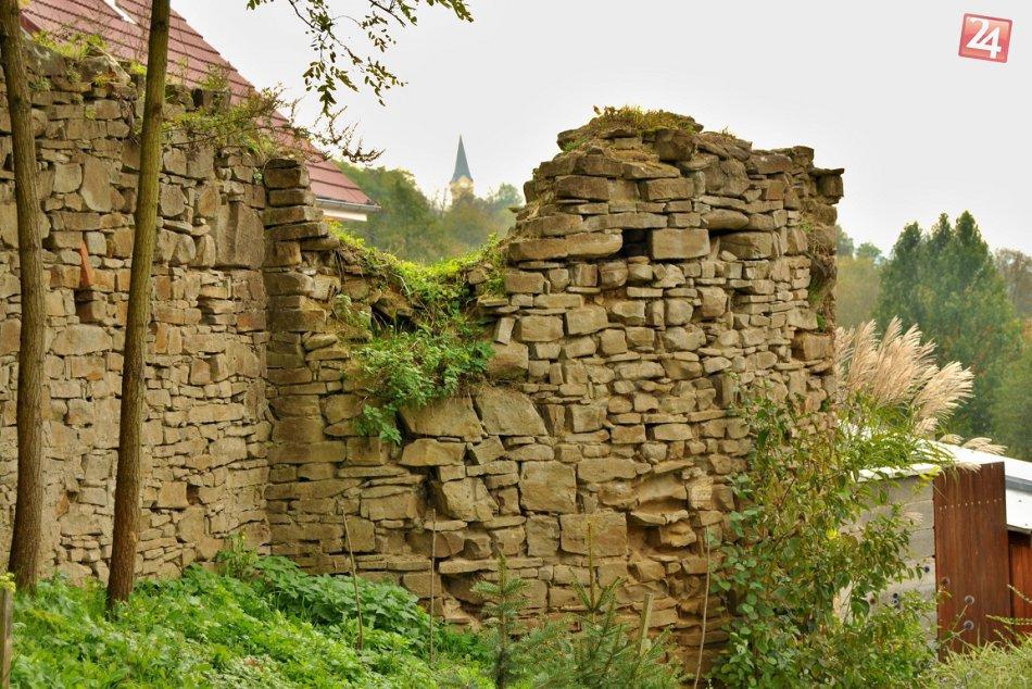 """FOTO: Vydajte sa náučným chodníkom  k """"husitským"""" hradbám"""