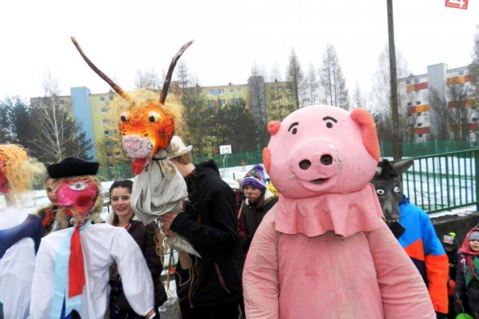 V OBRAZOCH: Bystrickým sídliskom pochodoval sprievod masiek od výmyslu sveta