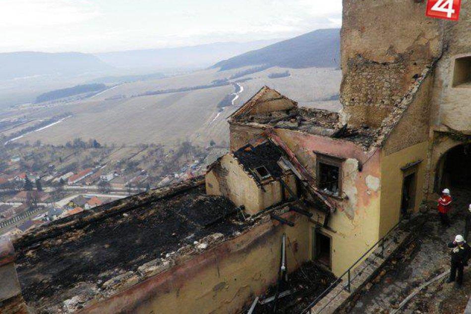 Obrazom: Takto zničil požiar pred šiestimi rokmi hrad Krásna Hôrka