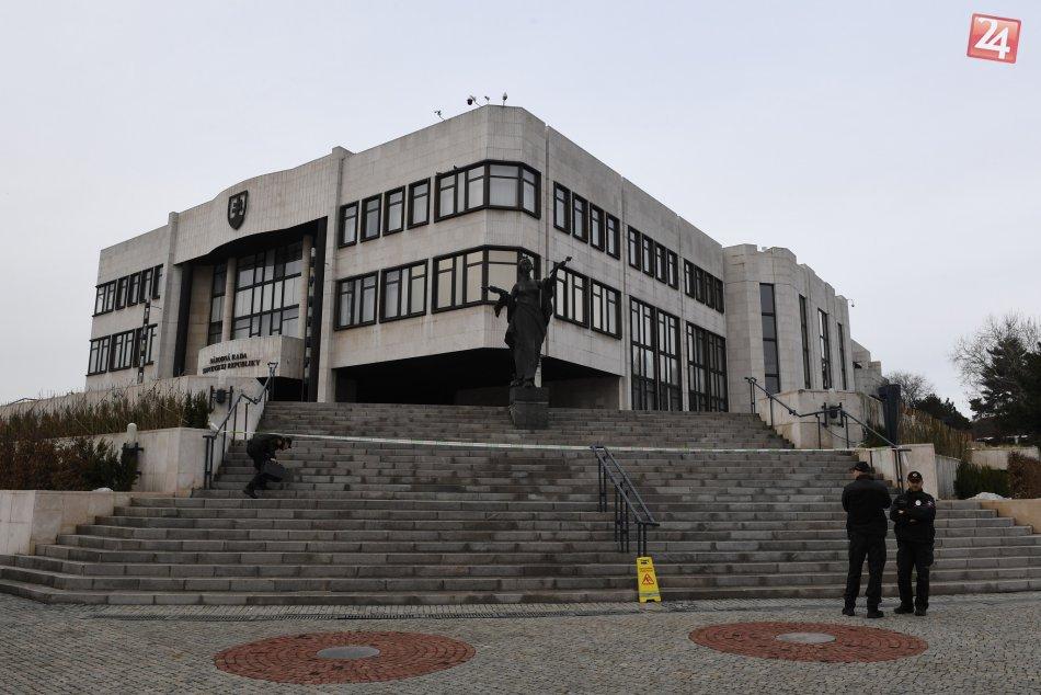 Polícia preveruje hlásenie o bombe v parlamente