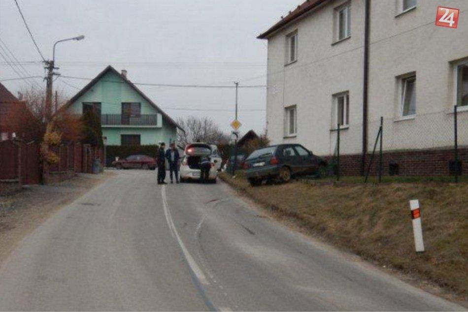 Policajti z Považskej mali prácu: Pavol narazil do oplotenia s vyše 3 promile
