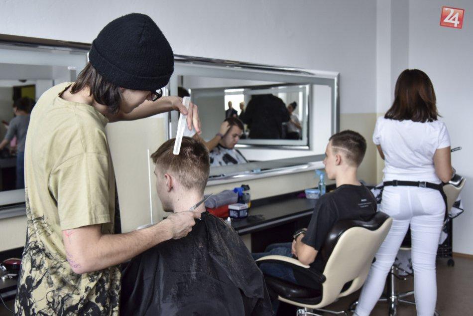 Otvorenie školského barber salóna