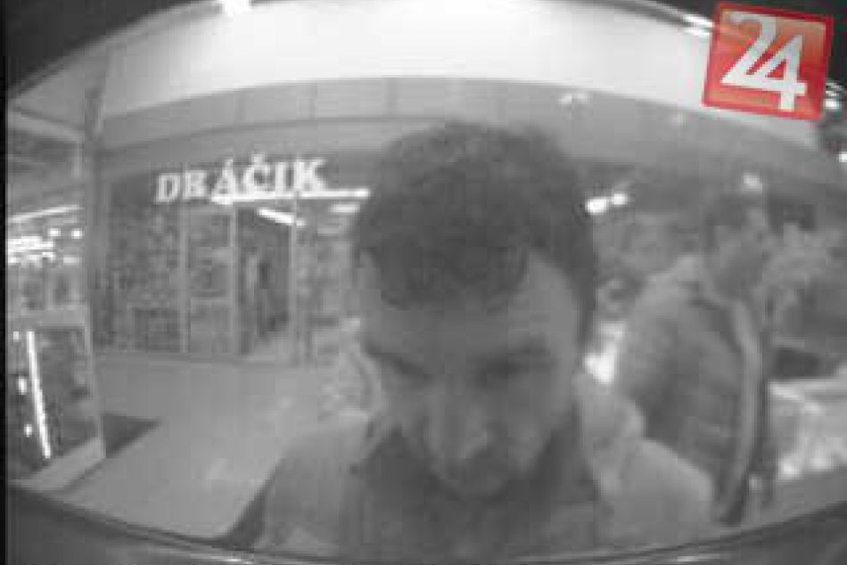 FOTO: Trnavská polícia hľadá muža, ktorý neodovzdal nájdené peniaze z bankomatu