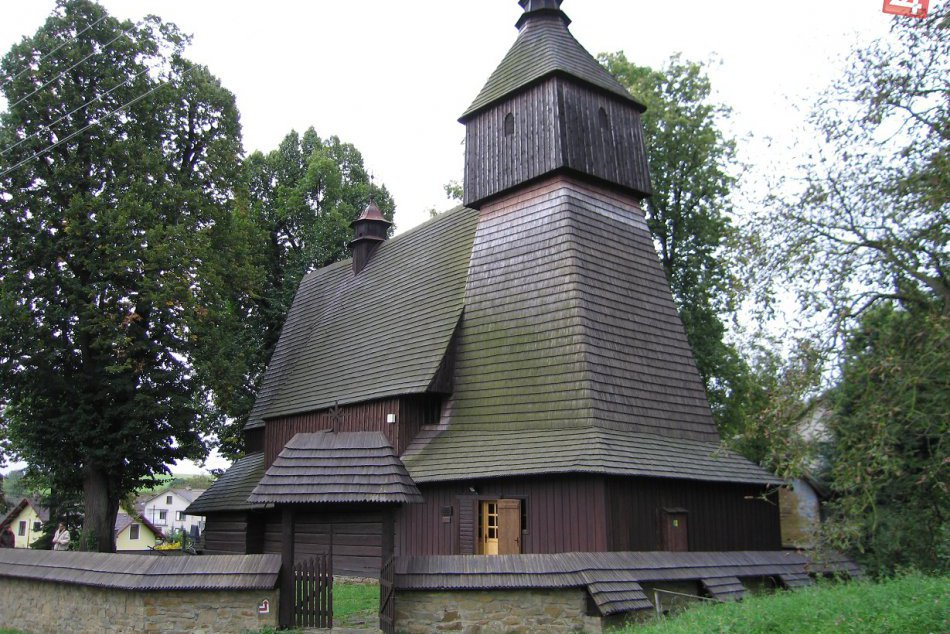 Súbor drevených kostolíkov